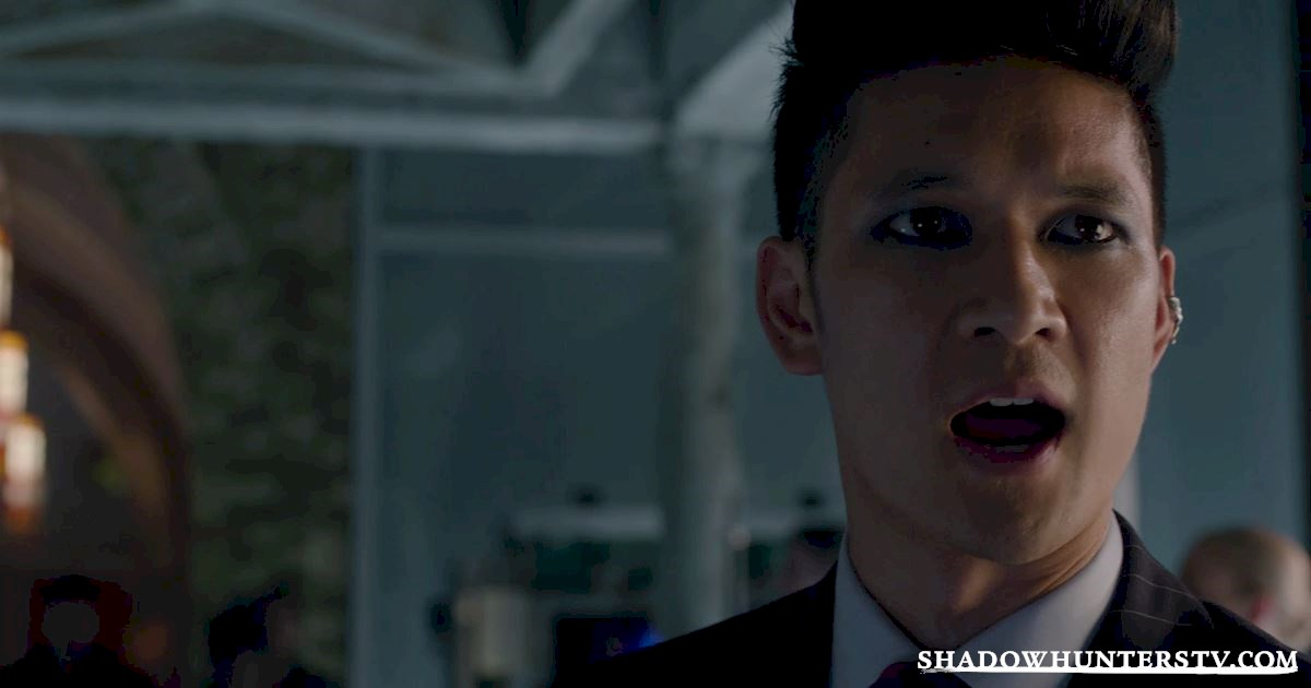 Shadowhunters - 13 Reasons You Want Magnus Bane As Your Lawyer! - 1005