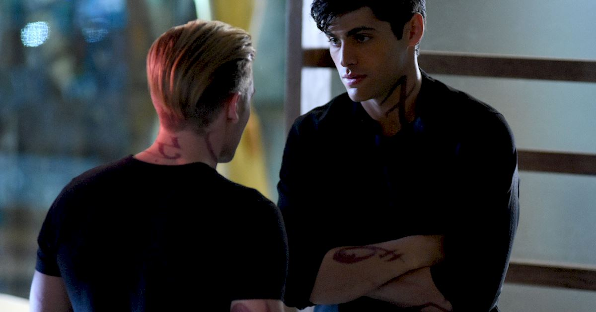 Shadowhunters - Photo Call! Behind-the-Scenes on Blood Calls To Blood! - 1023