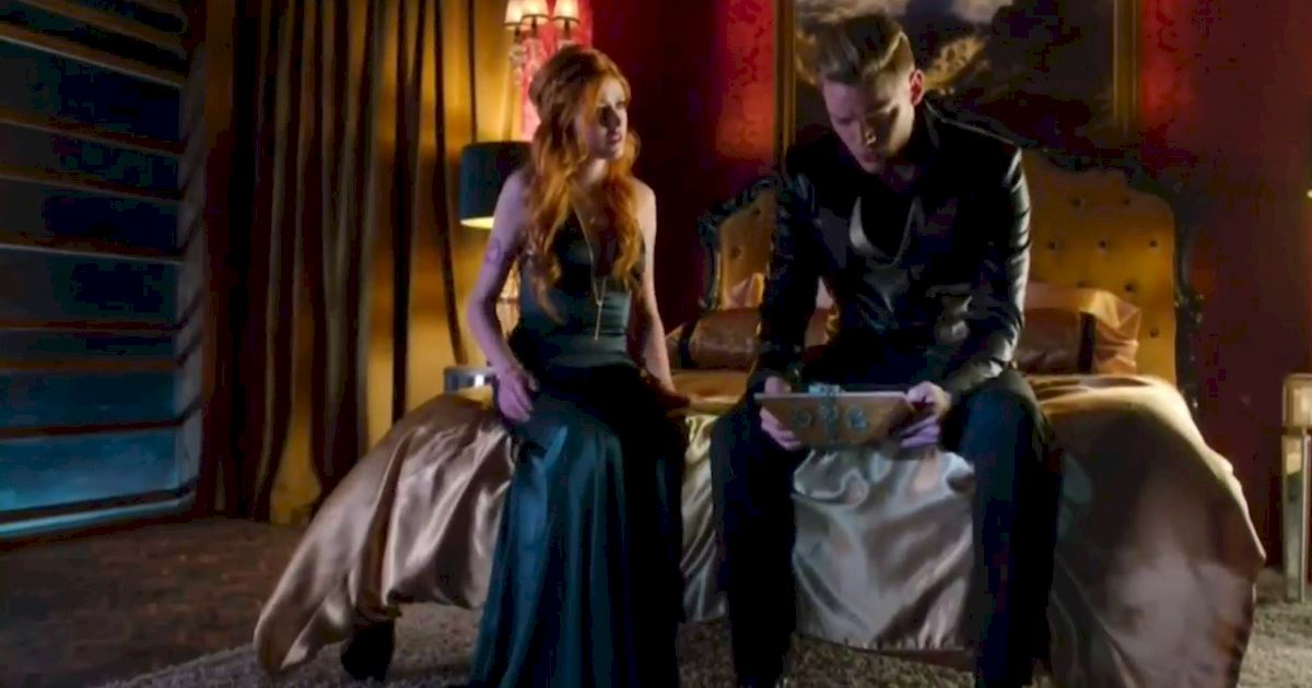 Shadowhunters - Episode 12 Promo: Alec's Wedding Day Choice! - 1002