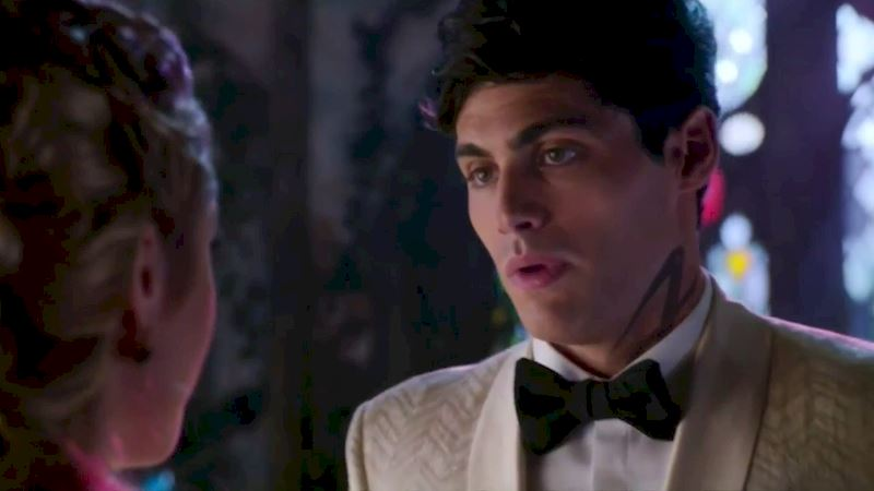 Shadowhunters - Episode 12 Promo: Alec's Wedding Day Choice! - Thumb