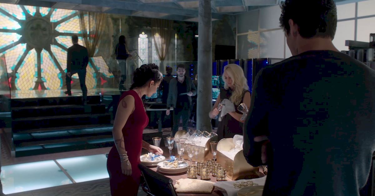 Shadowhunters - Episode 12 Sneak Peek: Will Alec Get His Bachelor Party? - 1002