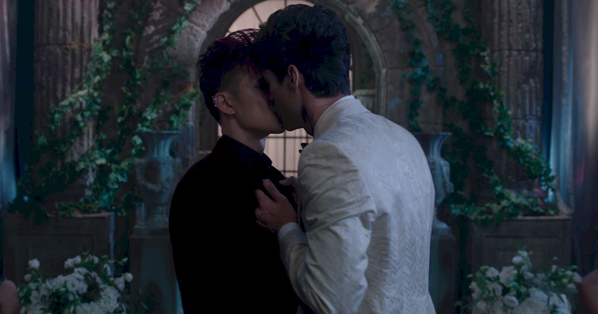 Shadowhunters - Official Recap Of Episode 12: Magic, Moles and Malec! - 1017