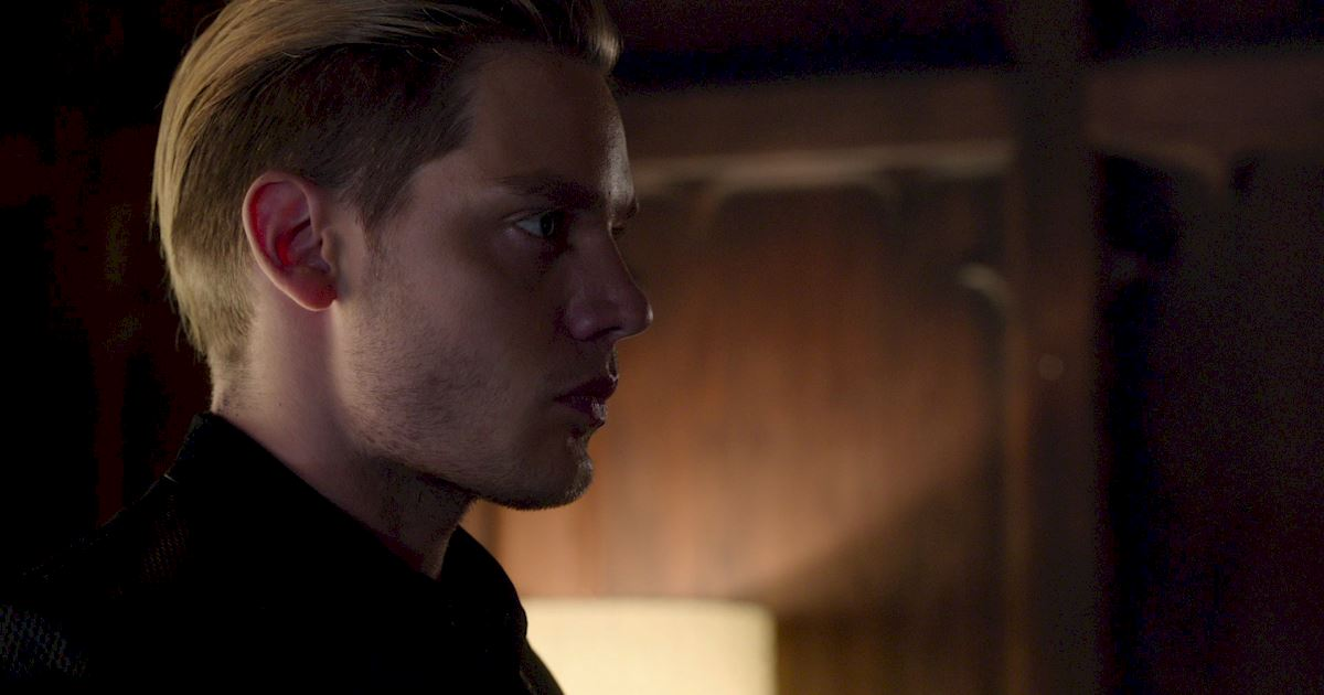 Shadowhunters - Exclusive Finale Sneak Peak: Clace Are Fighting And They Need Simon's Help! - 1002
