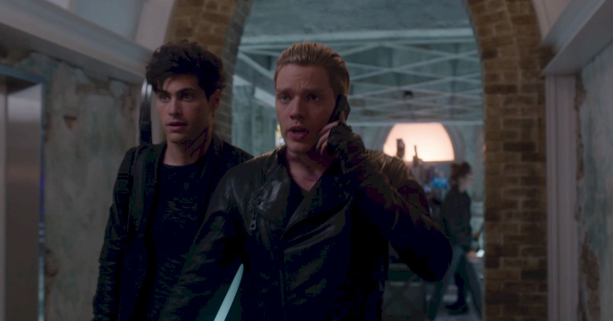 Shadowhunters - Exclusive Finale Sneak Peak: Jalec And The Werewolves Are Looking For Hodge!  - 1003