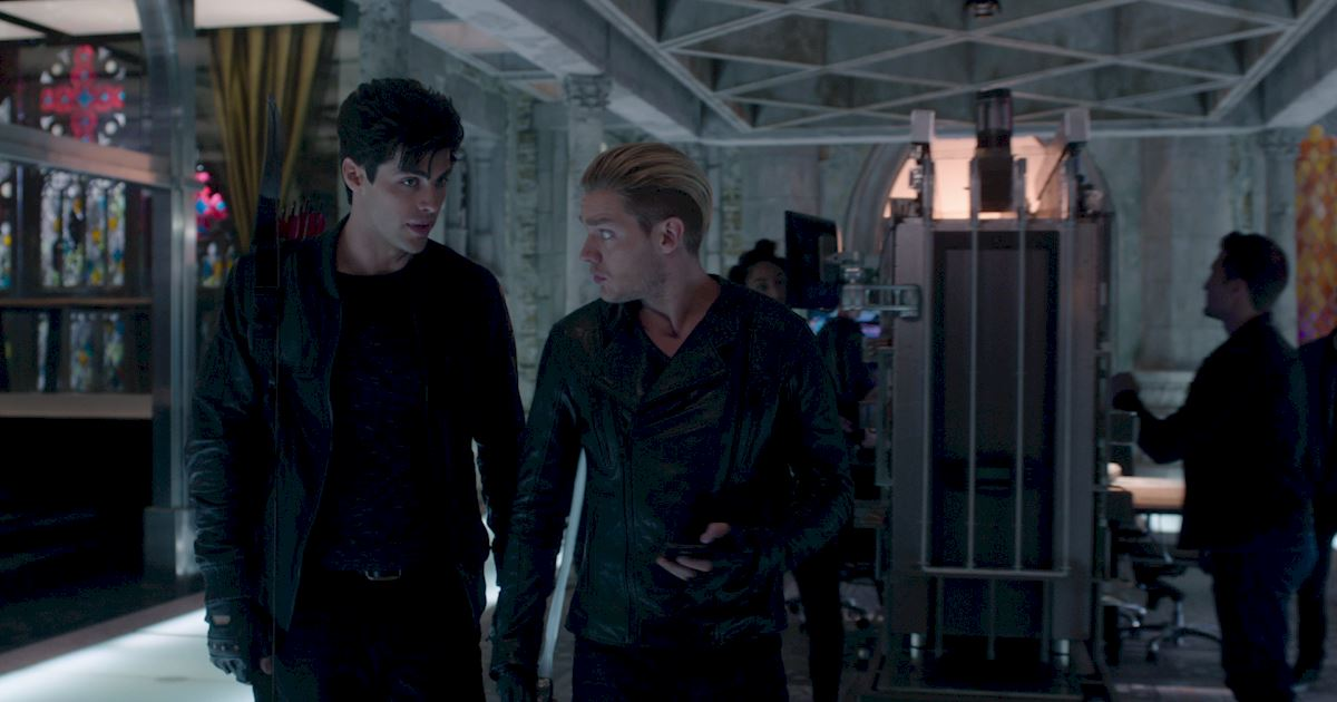 Shadowhunters - Exclusive Finale Sneak Peak: Jalec And The Werewolves Are Looking For Hodge!  - 1004