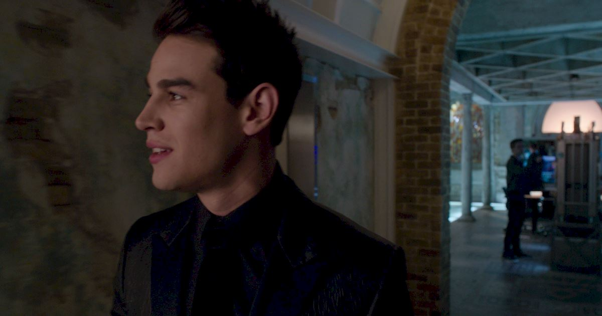 Shadowhunters - Exclusive Finale Sneak Peak: Clace Are Fighting And They Need Simon's Help! - 1010