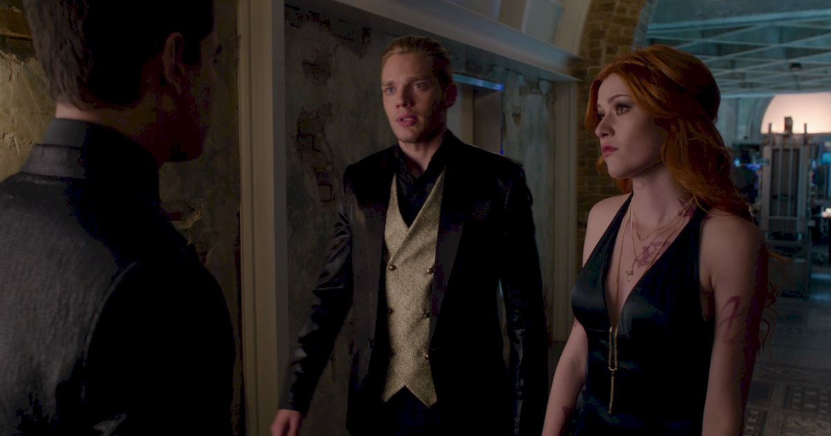 Shadowhunters - Exclusive Finale Sneak Peak: Clace Are Fighting And They Need Simon's Help! - 1012