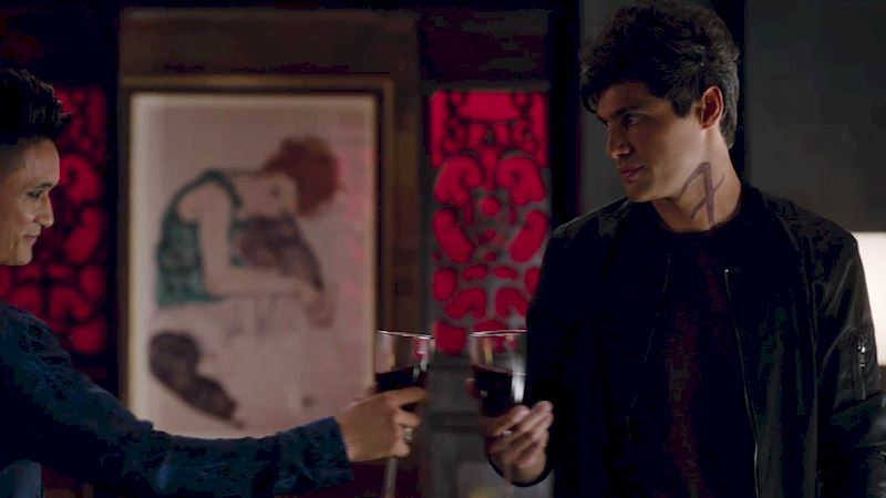 Shadowhunters - [GIFs] 11 Things That Will Totally Happen On A First Date - Thumb