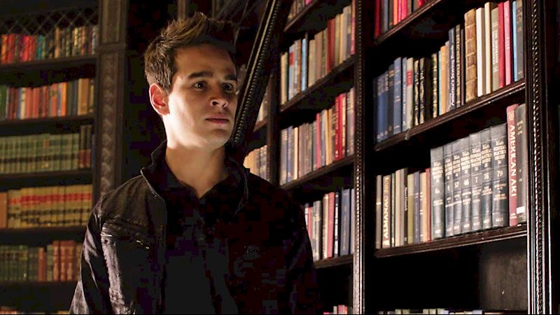 Shadowhunters - [GIFs] 11 Things Only A True Bookworm Will Understand! - Thumb