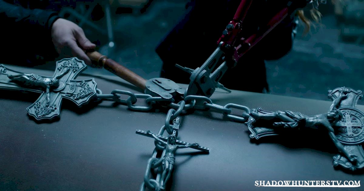 Shadowhunters - 40 Moments You Might Have Missed From The Season One Finale! - 1016