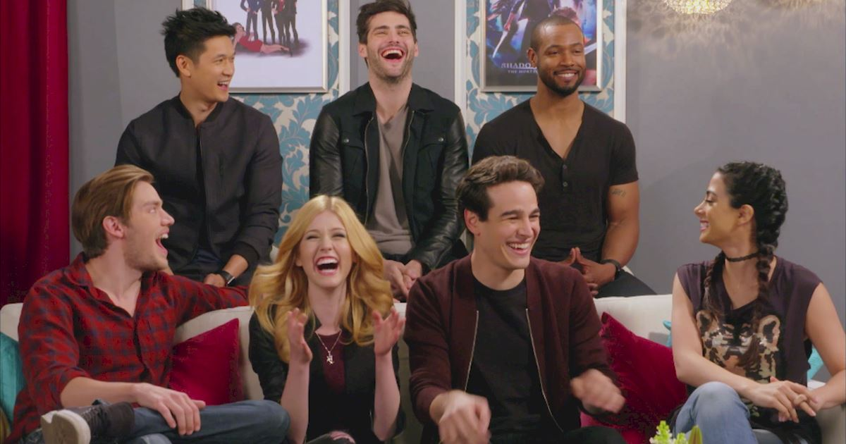 "Shadowhunters - The 10 Best Moments Of The ""Superfan: Shadowhunters"" Interview!  - 1017"