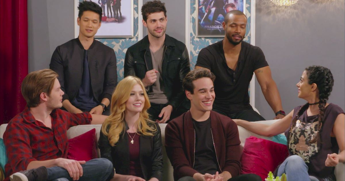 "Shadowhunters - The 10 Best Moments Of The ""Superfan: Shadowhunters"" Interview!  - 1019"