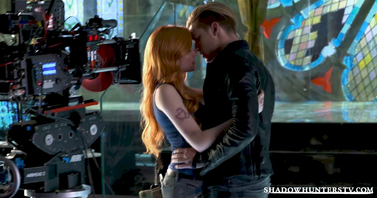 Shadowhunters - The 8 People You Always See On New Years Eve - 1009