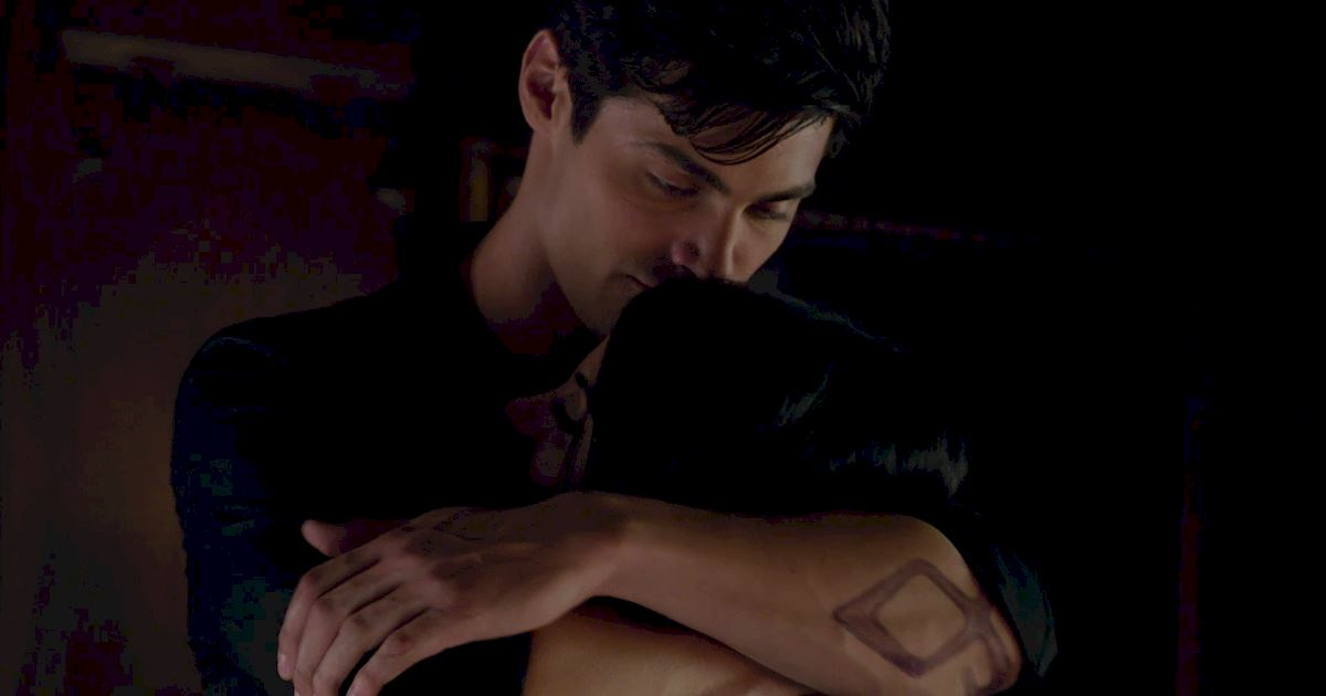 Shadowhunters - 60 Times Izzy And Alec Were Sibling Goals! - 1045
