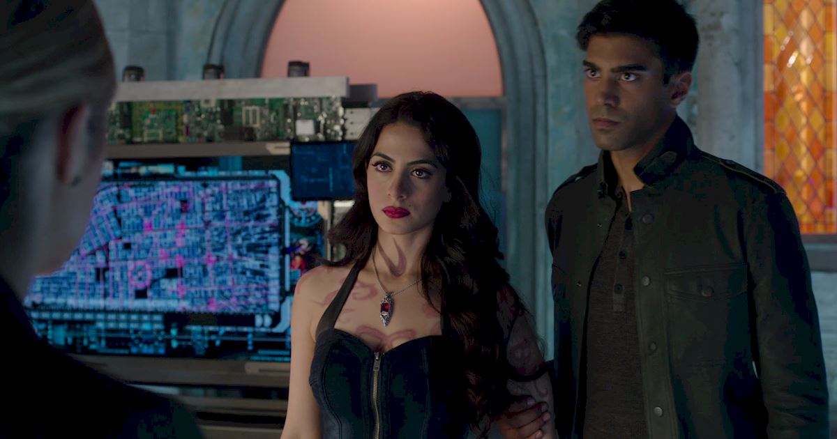 Shadowhunters - 60 Times Izzy And Alec Were Sibling Goals! - 1032
