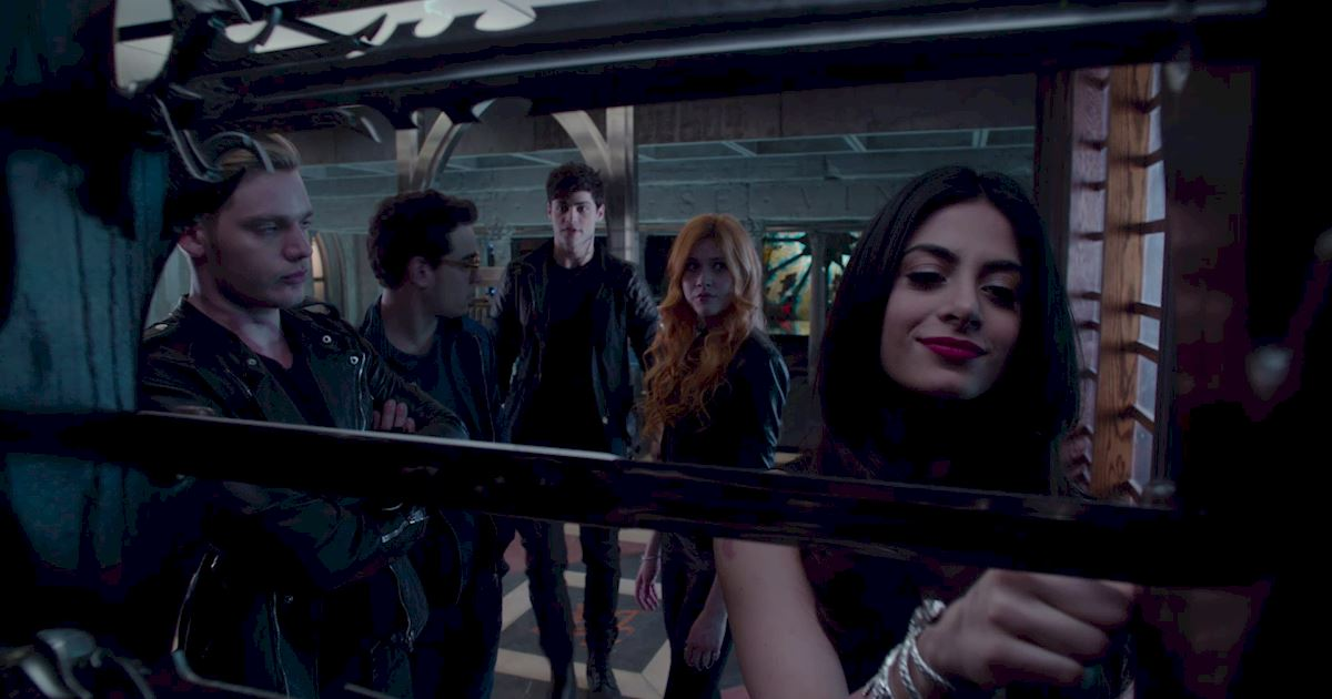 Shadowhunters - 60 Times Izzy And Alec Were Sibling Goals! - 1003