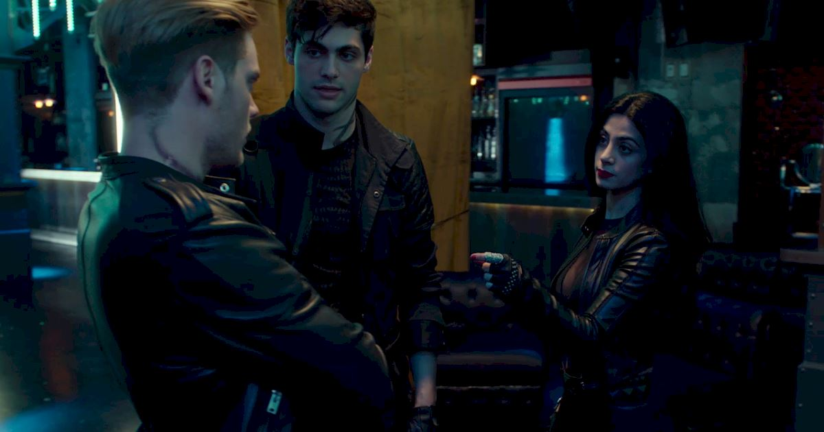 Shadowhunters - 60 Times Izzy And Alec Were Sibling Goals! - 1004