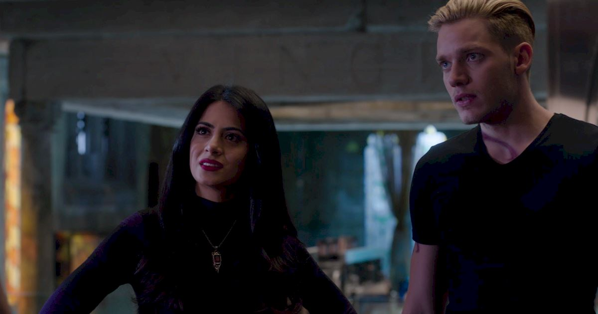Shadowhunters - 60 Times Izzy And Alec Were Sibling Goals! - 1028