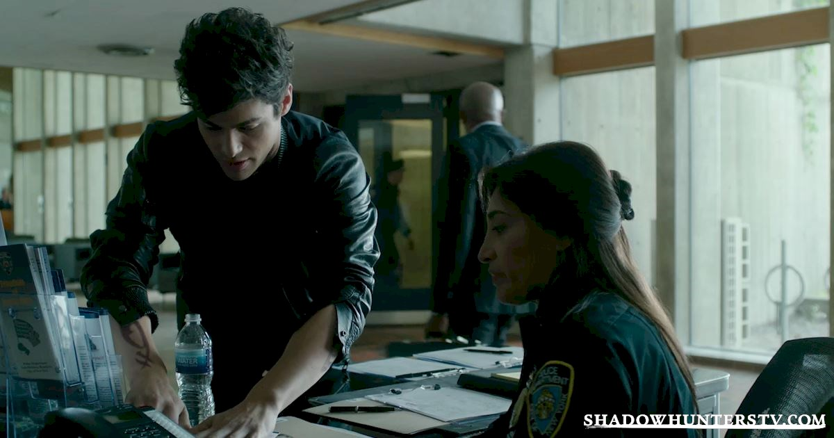 Shadowhunters - 14 Innocent People Who Were Just Trying To Do Their Jobs In The Shadow World! - 1016