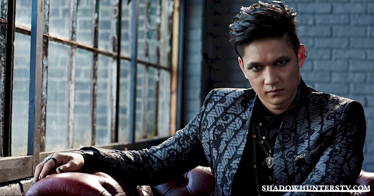 Shadowhunters - [VIDEO] Getting Up Close And Personal: Magnus Bane - 1003