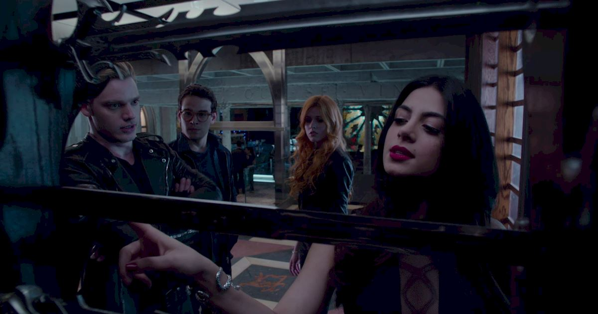Shadowhunters - 23 Times That Isabelle Lightwood Was A Total Boss! - 1003