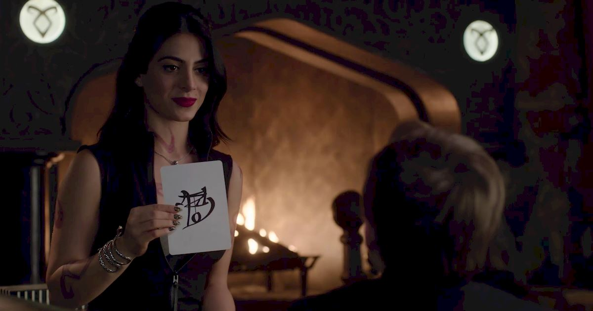 Shadowhunters - 23 Times That Isabelle Lightwood Was A Total Boss! - 1011