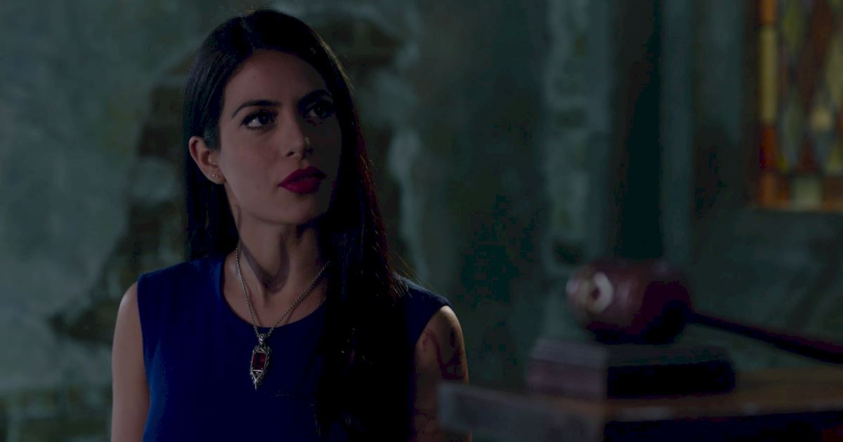 Shadowhunters - 23 Times That Isabelle Lightwood Was A Total Boss! - 1019