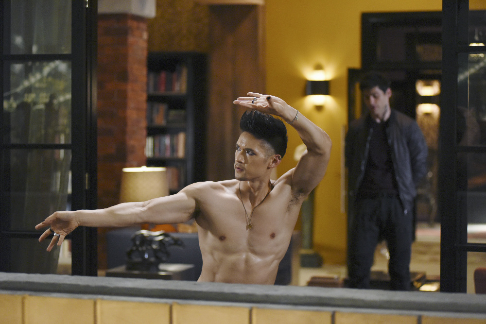 Shadowhunters - Official Photos Of Episode 201: This Guilty Blood! Check Out Shirtless Magnus! - 1007