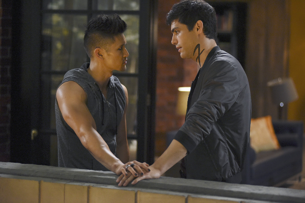 Shadowhunters - Official Photos Of Episode 201: This Guilty Blood! Check Out Shirtless Magnus! - 1008