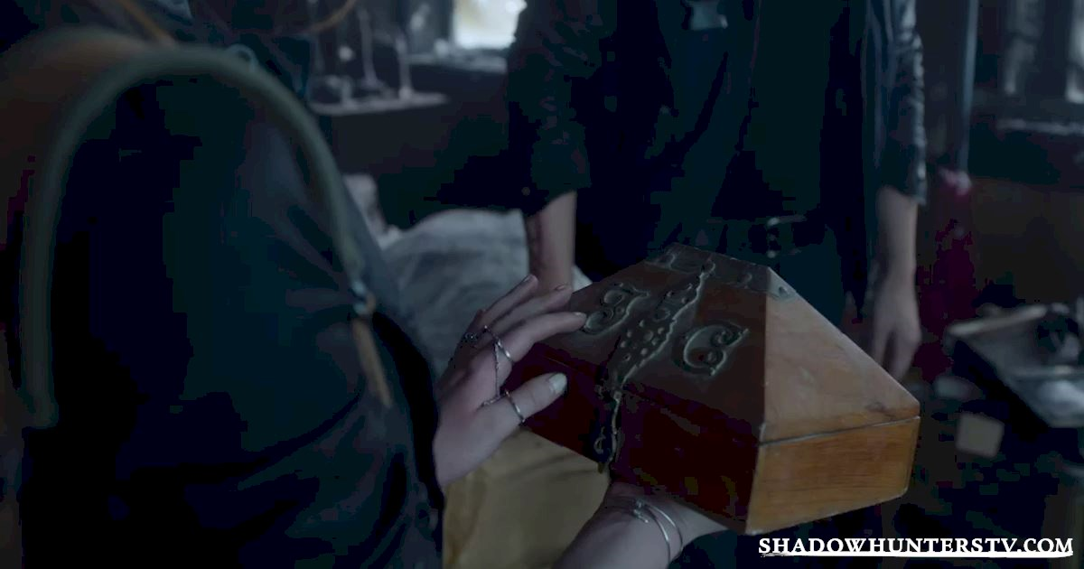 Shadowhunters - 30 Big Things We Learned From Episode Five - 1015