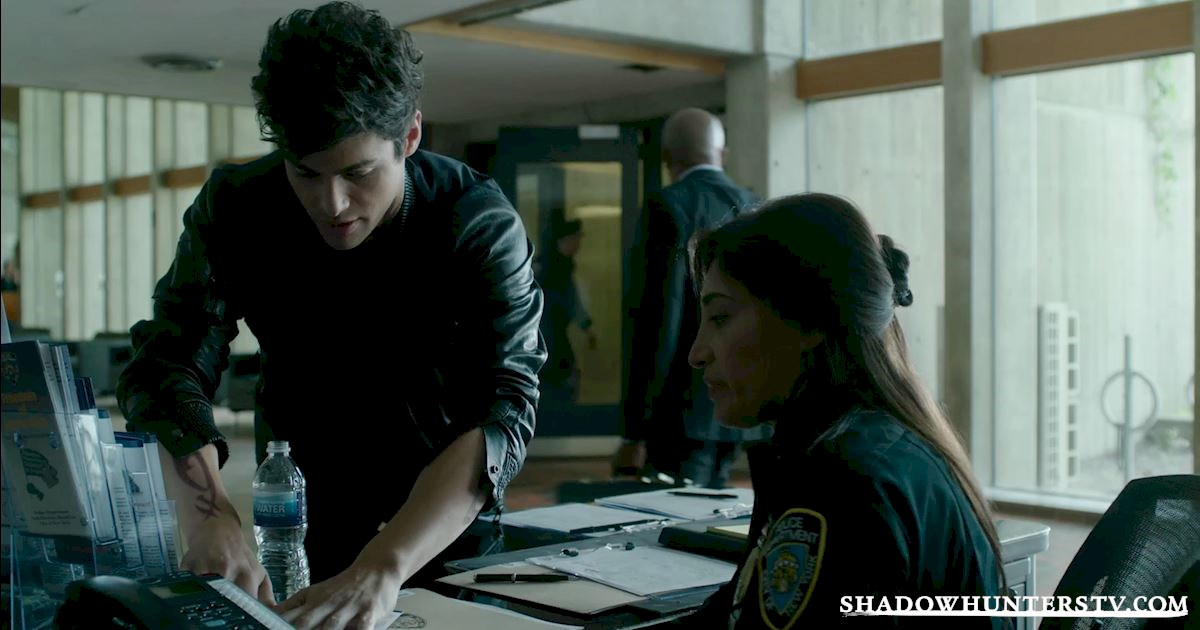 Shadowhunters - Trouble At the Police Precinct: Luke's Workmates From Episode Seven - 1002