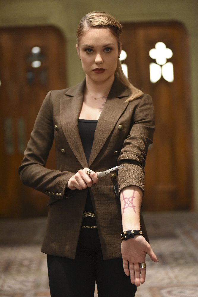 Shadowhunters - [PHOTOS] Incredible Photos From Episode Eight Of Shadowhunters! - 1011