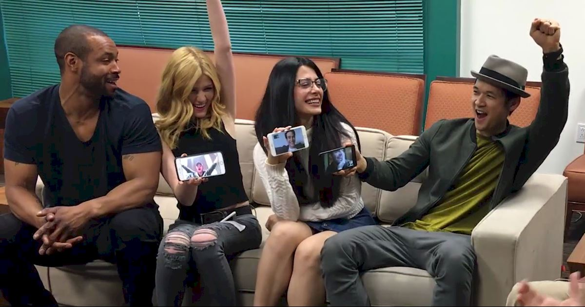 Shadowhunters - [EXCLUSIVE] Watch As The Shadowhunters Cast Finds Out There Will Be A Second Season! - 1007