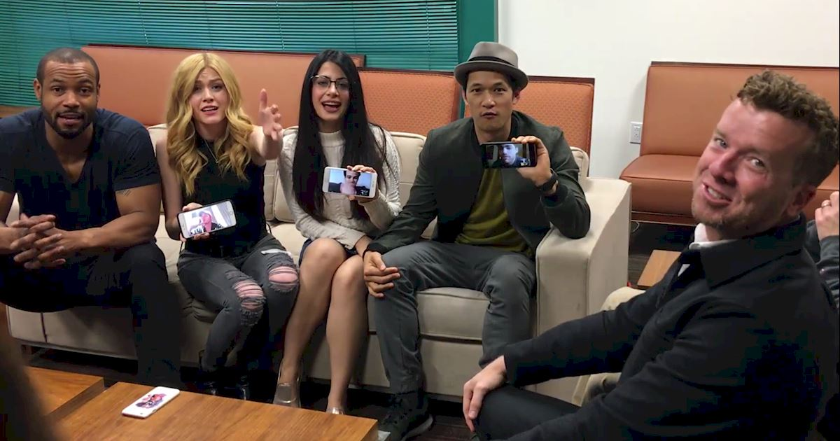 Shadowhunters - [EXCLUSIVE] Watch As The Shadowhunters Cast Finds Out There Will Be A Second Season! - 1008