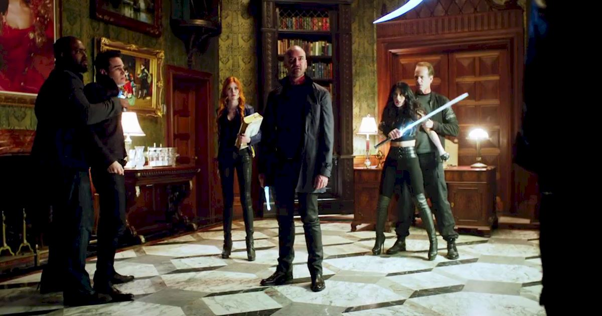 Shadowhunters - FINALE: Sneak Peak Of Episode 13! Valentine Is Back! - 1016