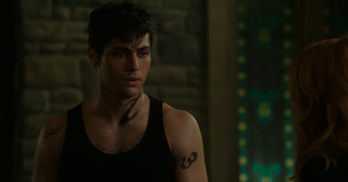 Shadowhunters - Alec And Clary Fight Over Who Loves Jace The Most In This Episode 2 Sneak Peek! - 1006