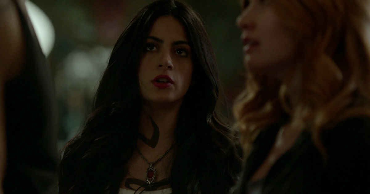 Shadowhunters - Alec And Clary Fight Over Who Loves Jace The Most In This Episode 2 Sneak Peek! - 1009