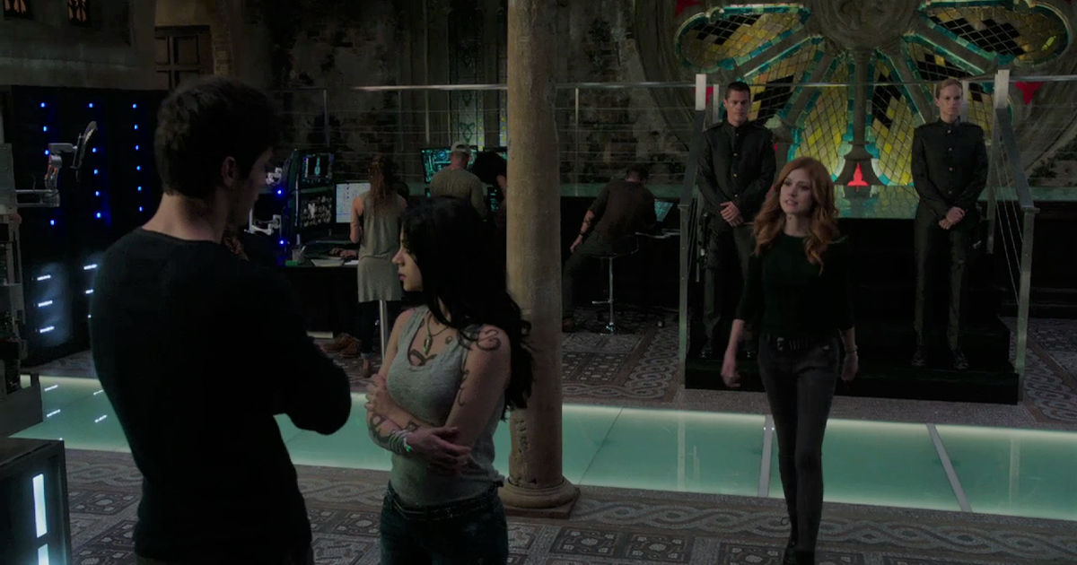 Shadowhunters - EXCLUSIVE: Get The Inside Scoop On Episode 202 From Writer Y. Shireen Razack! - 1001